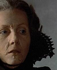 »Countess Dracula« (Ingrid Pitt) is not amused: Das Alter! Sie braucht frisches Blut. (c) e-m-s the DVD-Company