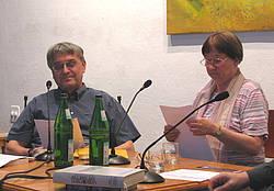 Futurologen Angela und Karlheinz Steinmüller während einer Lesung im Brechthaus 2011