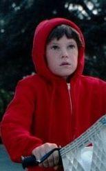 Der kleine Elliott (Henry Thomas) staunt. Was es alles so gibt! (c) United International Pictures
