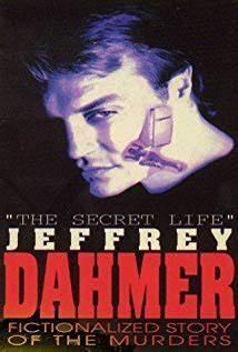 Auf ewig eingesperrt. Der Tod kam schneller: Dahmer wurde 1994 im Gefängnis umgebracht. Ein Jahr zuvor erschien die erste Verfilmung des spektakulären Schauer-Falls (Film-Cover)